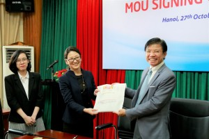 Signing MOU with RGF HR Agent Vietnam
