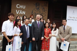 Students of Faculty of International Studies visited the Temple of Literature with US Ambassador to Vietnam